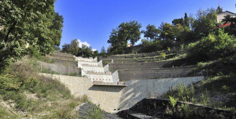 Consolidamenti parietali ed interventi sul Fosso della Rocca