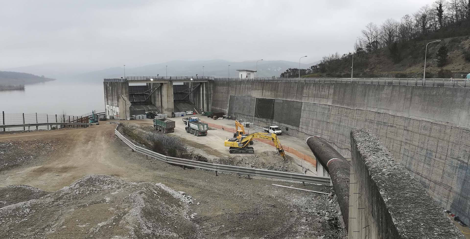 Interventions to rehabilitate the cement-made structure of the surface discharge of the Montedoglio Dam on the Tevere river