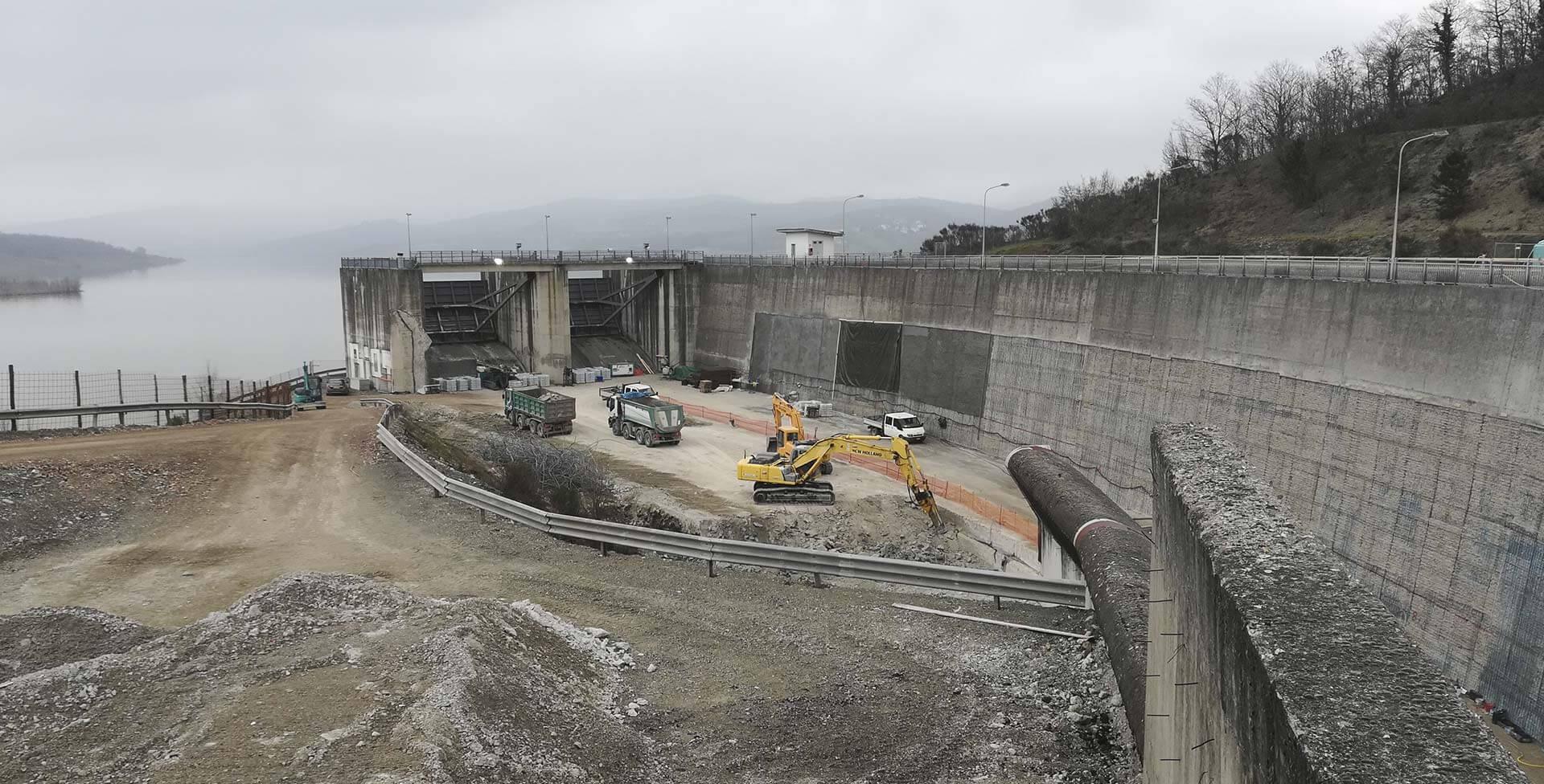 Interventi di ripristino delle strutture cementizie dello scarico di superficie della Diga di Montedoglio sul fiume Tevere